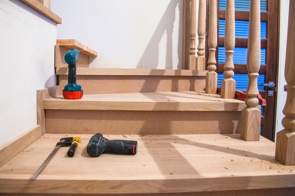 Construction Escalier Résidentiel: Normes à Respecter au Québec
